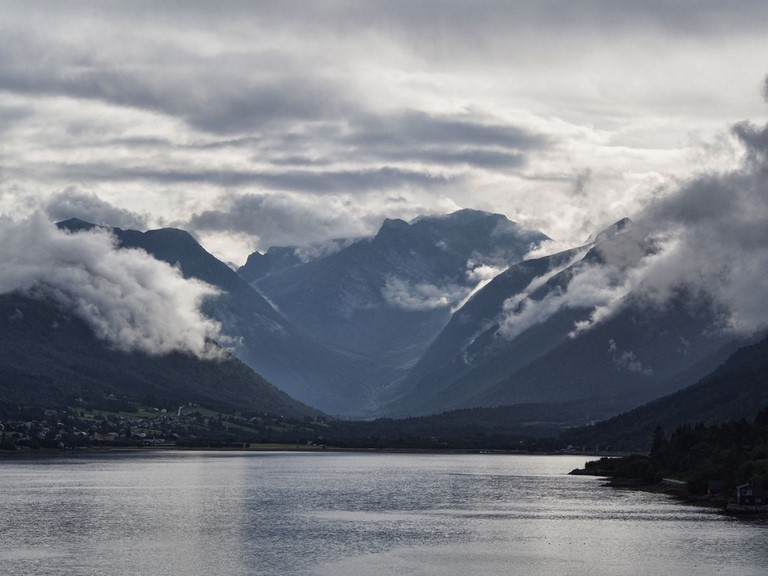 Fjord d 'Andalsnes, Norvège